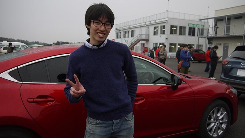 アテンザに乗車した福澤さん、ご満悦です。